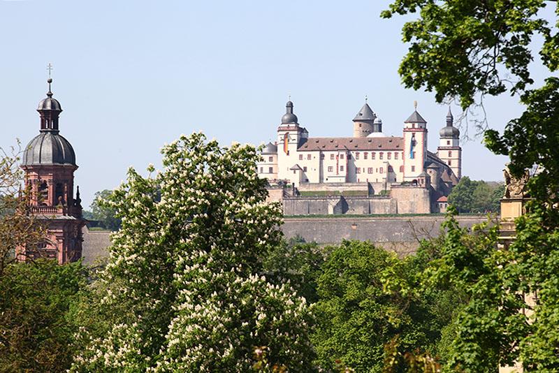 Wuerzburg Hofgarten und Festung